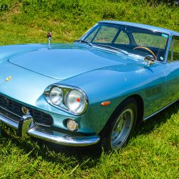 La Ferrari 330 GT 2+2 Series I es un gran turismo que la compañía italiana introdujo en 1964, en reemplazo del 330 America. Diseñado por Pininfarina, este modelo apenas fue producido por un año, siendo reemplazado por el Series II en 1965.
