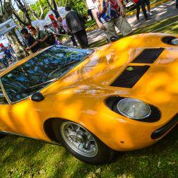 Considerado el primer superauto, el Miura fue producto del diseño de Marcello Gandini, de la casa Bertone. Con un motor transversal V12 de 350 caballos de fuerza, fue introducido al mercado en 1966 como la contundente respuesta del empresario de tractores Ferruccio Lamborghini a Enzo Ferrari, quien despreció los comentarios y quejas que éste le dio sobre sus autos, años antes.
