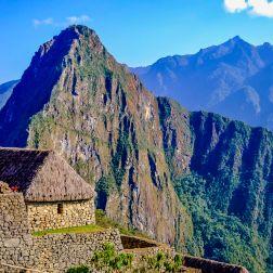 Los andenes de la ciudadela escoltados por el Huayna Picchu.