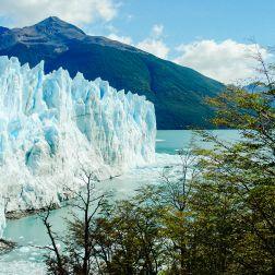 La pared del Perito Moreno tiene una altura promedio de más de 60 metros.
