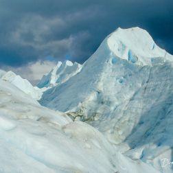 Cuando se camina por aquí, hay que hacerlo con cuidado. El hielo tiene muchas grietas.