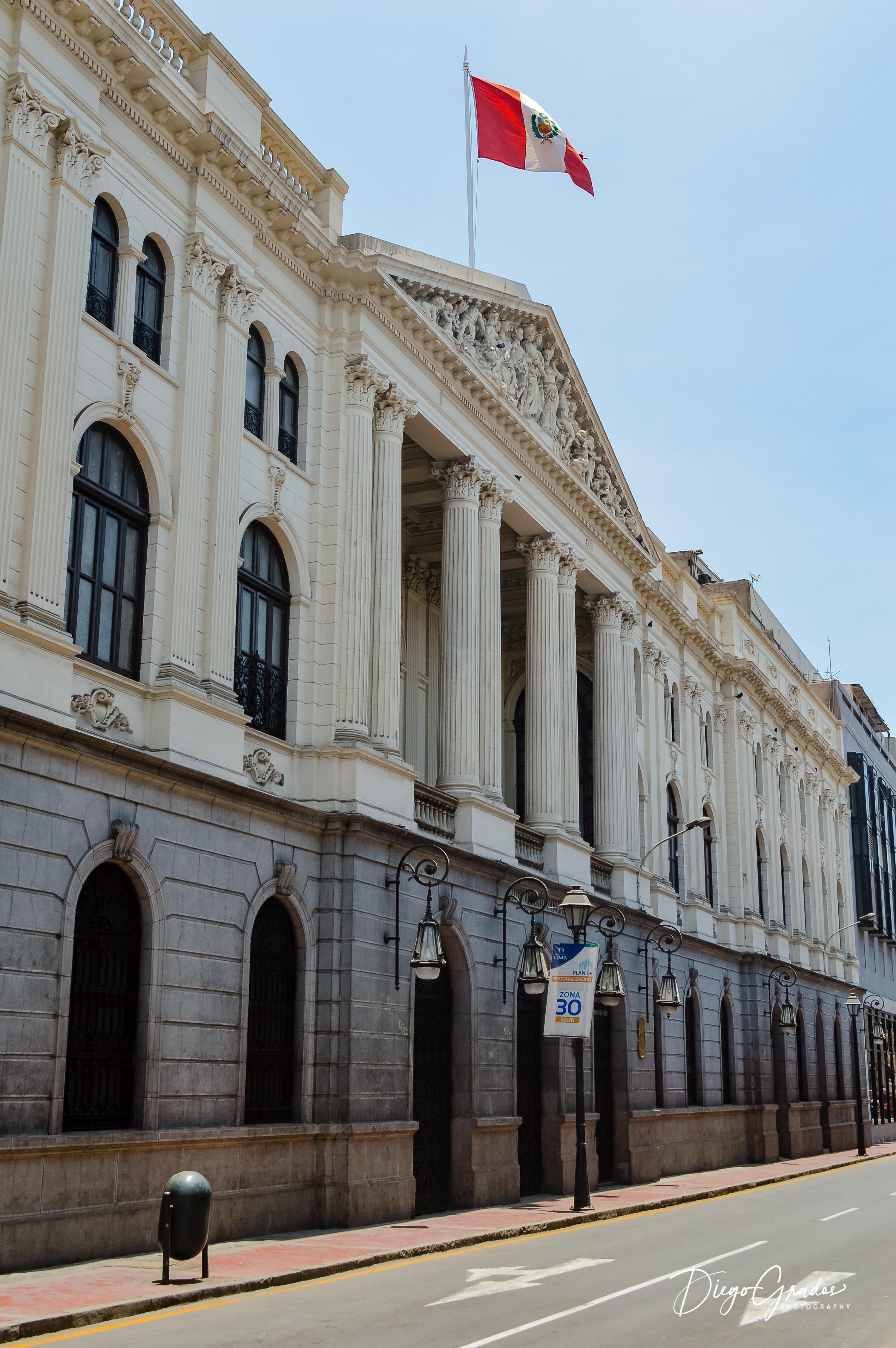 Edificio Luis Alberto Sánchez
